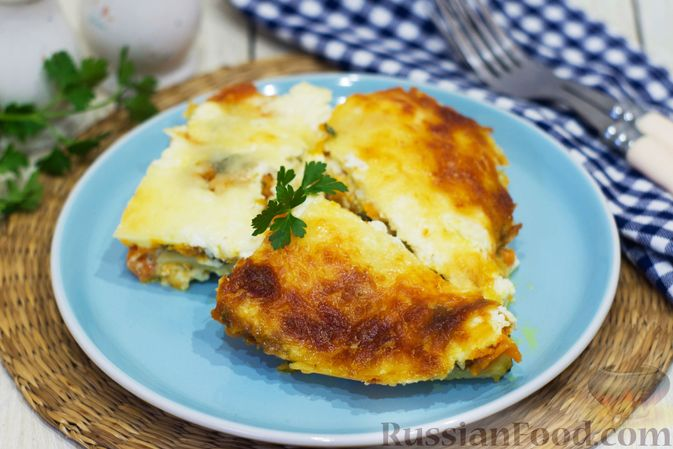 Фото к рецепту: Картофельная запеканка с тыквой, шпинатом, сыром и сметаной