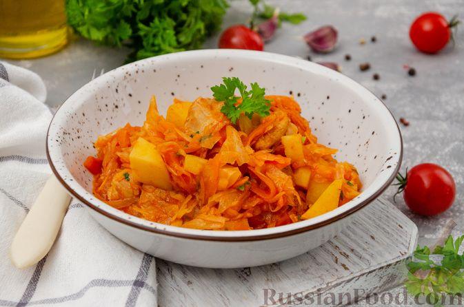 Фото приготовления рецепта: Капуста, тушенная с курицей и картошкой - шаг №15