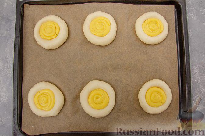 Фото приготовления рецепта: Открытые булочки с заварным кремом - шаг №19