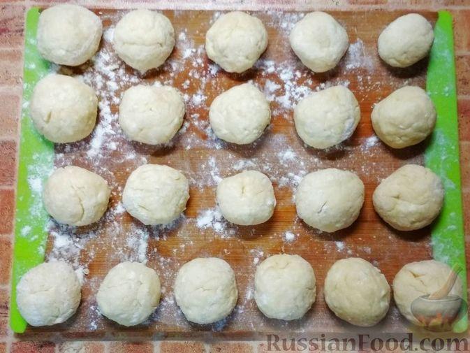 Фото приготовления рецепта: Творожные пончики - шаг №4