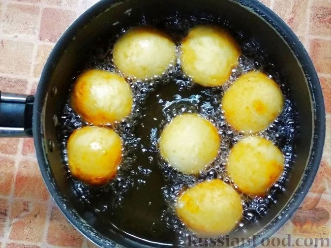 Фото приготовления рецепта: Творожные пончики - шаг №5