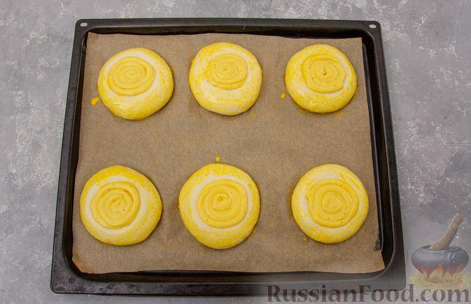 Фото приготовления рецепта: Открытые булочки с заварным кремом - шаг №21