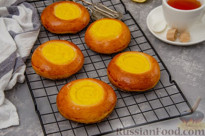 Фото к рецепту: Открытые булочки с заварным кремом