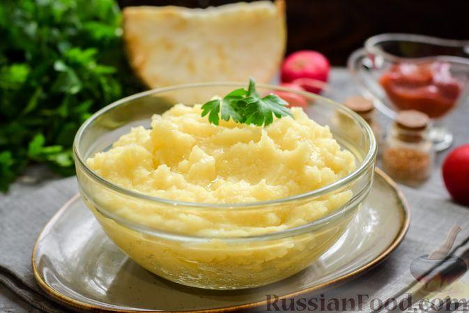 Фото к рецепту: Картофельное пюре с корневым сельдереем и луком