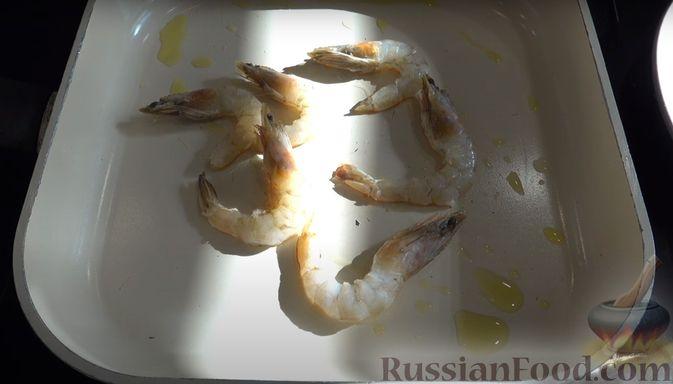 Фото приготовления рецепта: Слоёный салат с креветками и крабовыми палочками - шаг №6