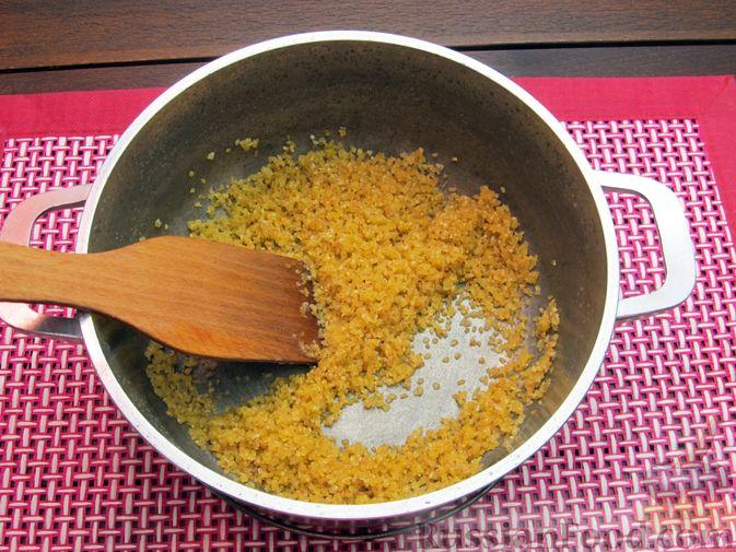 Фото приготовления рецепта: Булгур со сливочно-грибным соусом - шаг №2