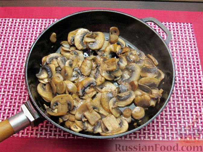 Фото приготовления рецепта: Булгур со сливочно-грибным соусом - шаг №7