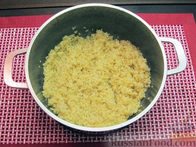 Фото приготовления рецепта: Булгур со сливочно-грибным соусом - шаг №4
