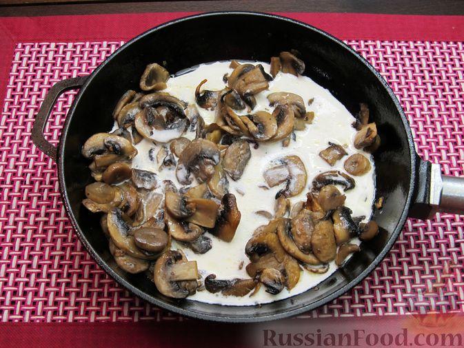 Фото приготовления рецепта: Булгур со сливочно-грибным соусом - шаг №10
