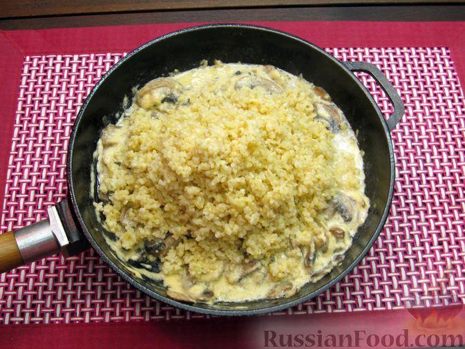 Фото приготовления рецепта: Булгур со сливочно-грибным соусом - шаг №13