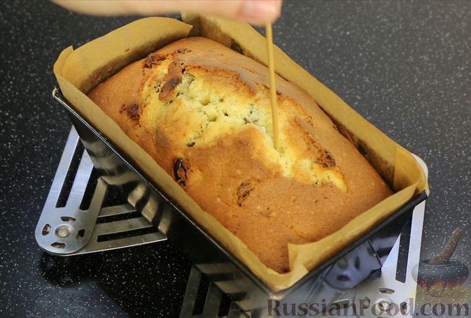 """Фото приготовления рецепта: Кекс с изюмом """"Столичный"""" - шаг №12"""