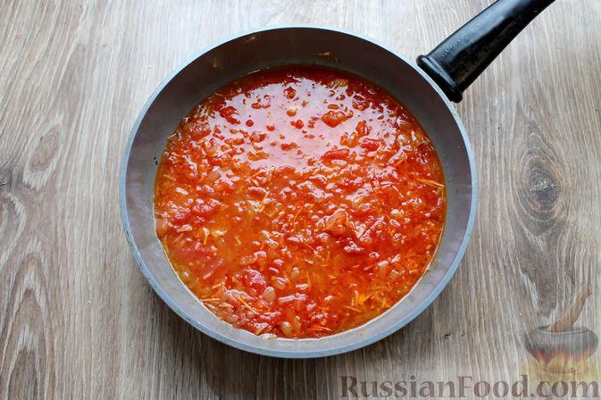 Фото приготовления рецепта: Куриные рулетики с ветчиной и моцареллой в томатном соусе - шаг №14