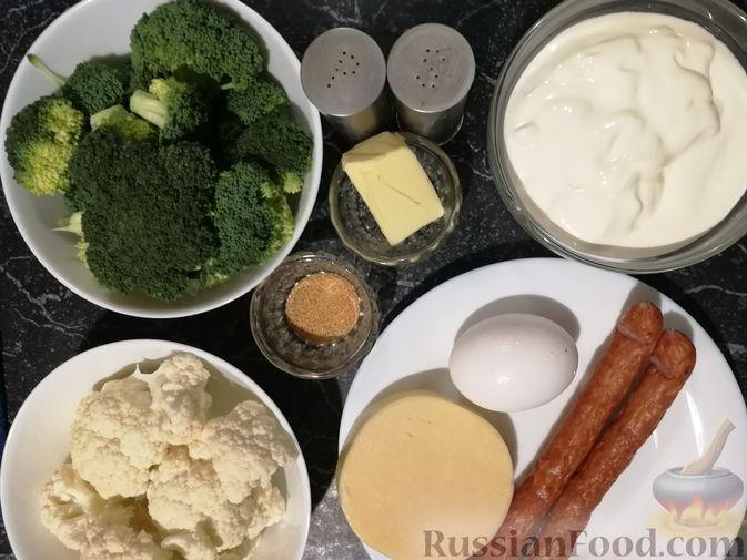 Фото приготовления рецепта: Открытый творожный пирог с цветной капустой, брокколи, колбасками и сыром - шаг №7