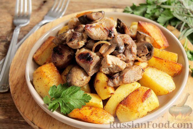 Фото к рецепту: Запечённая свинина с картофелем и грибами (в рукаве)