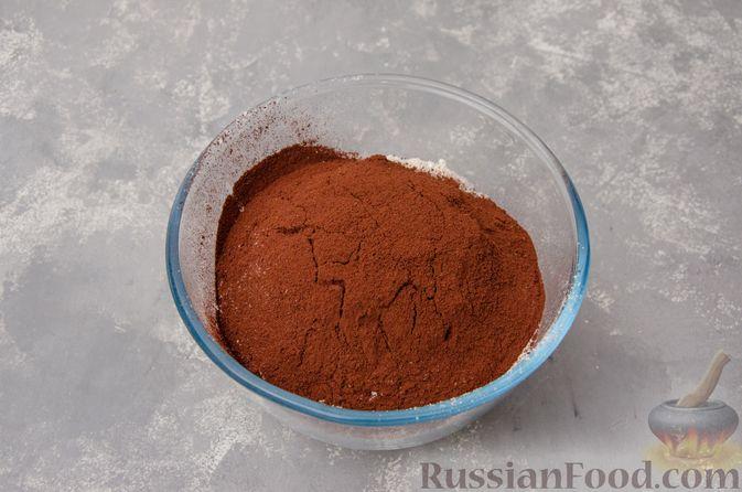 """Фото приготовления рецепта: Шоколадные пирожные """"Вупи пай"""" с сырно-сметанным кремом - шаг №2"""