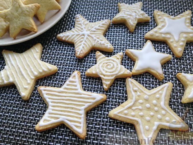 Фото к рецепту: Песочное печенье с белковой глазурью