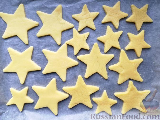 Фото приготовления рецепта: Песочное печенье с белковой глазурью - шаг №6
