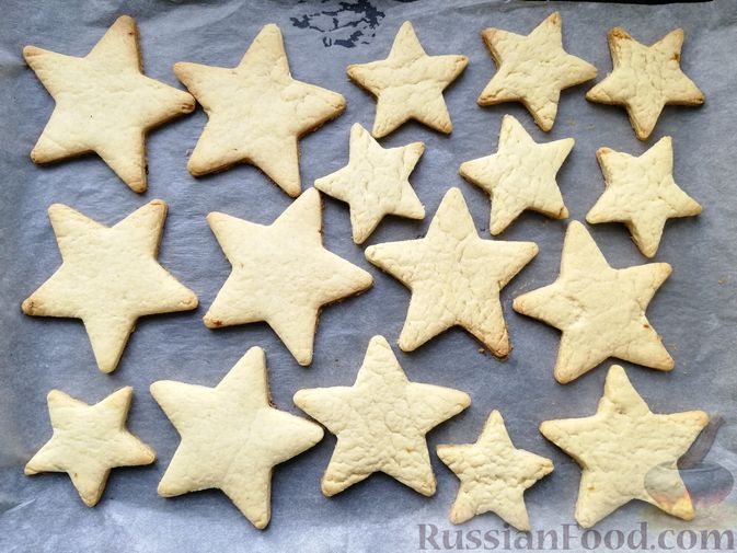 Фото приготовления рецепта: Песочное печенье с белковой глазурью - шаг №7