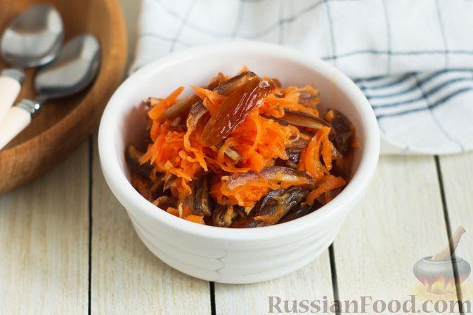 Фото к рецепту: Морковный салат с финиками и медово-имбирной заправкой