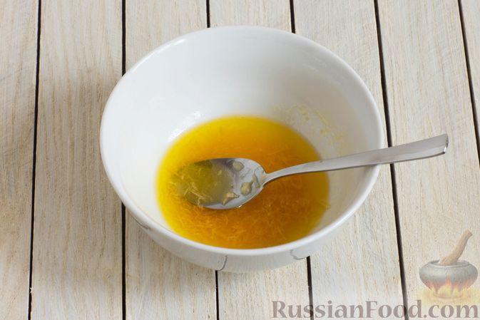 Фото приготовления рецепта: Морковный салат с финиками и медово-имбирной заправкой - шаг №4