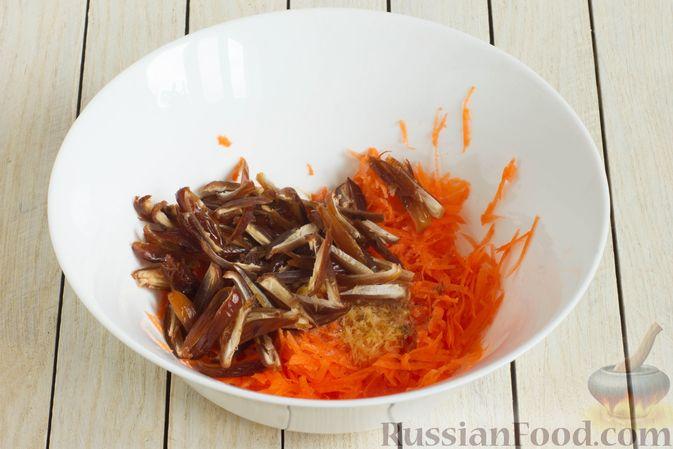 Фото приготовления рецепта: Морковный салат с финиками и медово-имбирной заправкой - шаг №5