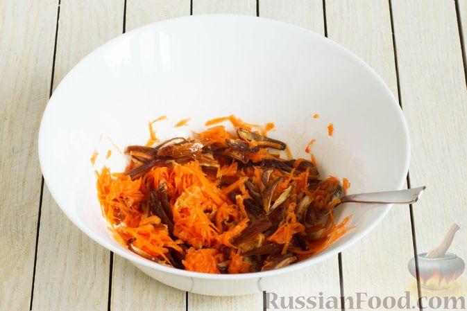 Фото приготовления рецепта: Морковный салат с финиками и медово-имбирной заправкой - шаг №6
