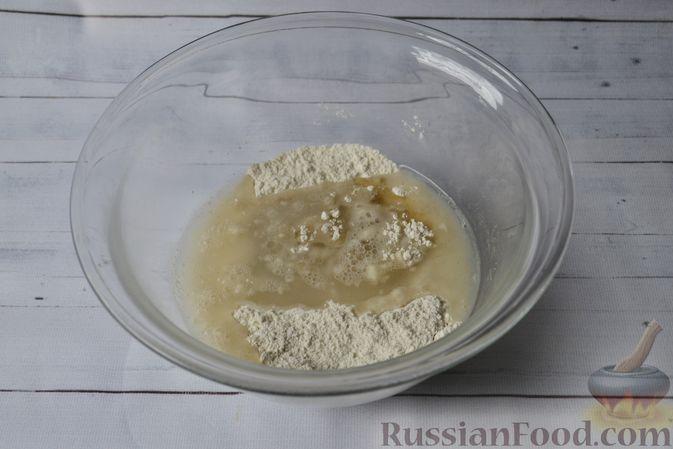 Фото приготовления рецепта: Вертута с тыквой и хурмой, из цельнозерновой муки - шаг №3