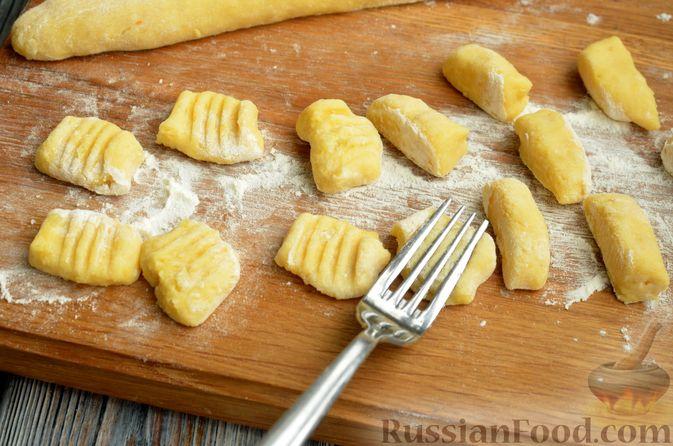 Фото приготовления рецепта: Куриный суп с картофельными ньокками - шаг №11
