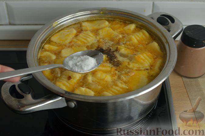 Фото приготовления рецепта: Куриный суп с картофельными ньокками - шаг №14