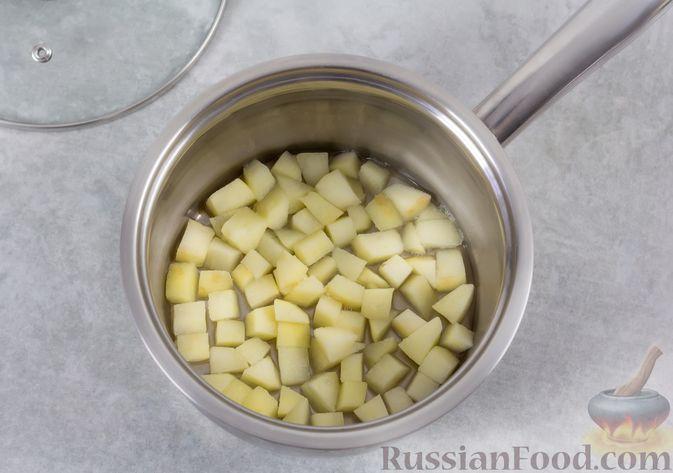 Фото приготовления рецепта: Кефирное желе с яблоками и корицей - шаг №3