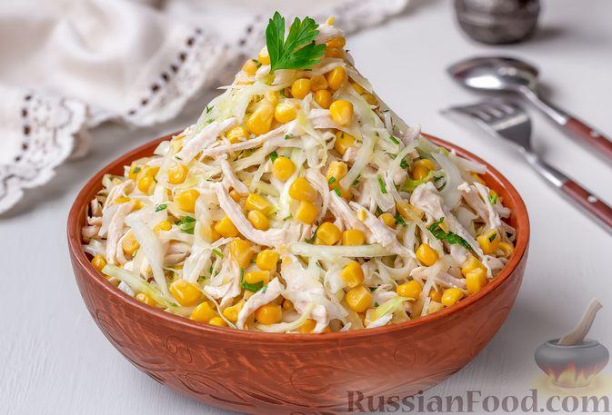 Фото к рецепту: Салат с курицей, капустой и кукурузой
