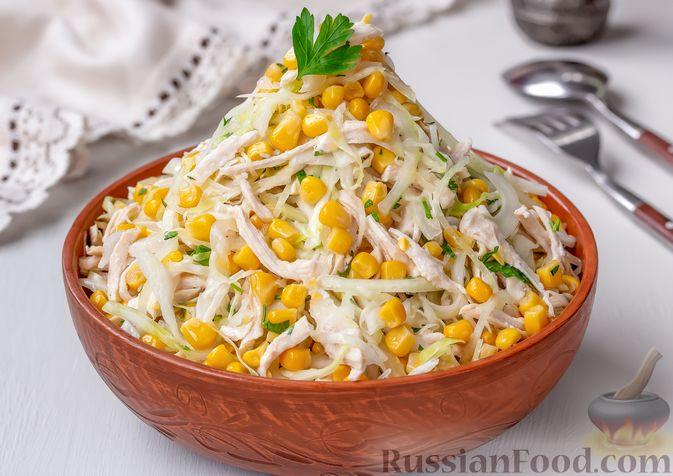 Фото приготовления рецепта: Салат с курицей, капустой и кукурузой - шаг №9