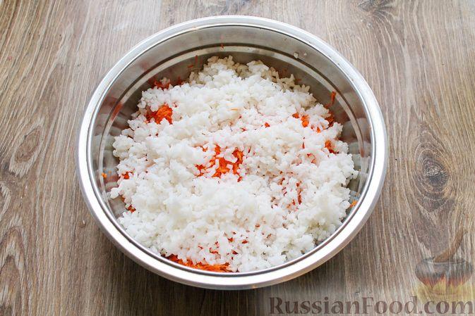 Фото приготовления рецепта: Рисовая запеканка с морковью - шаг №4