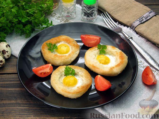 Фото к рецепту: Яичница из перепелиных яиц в хлебе