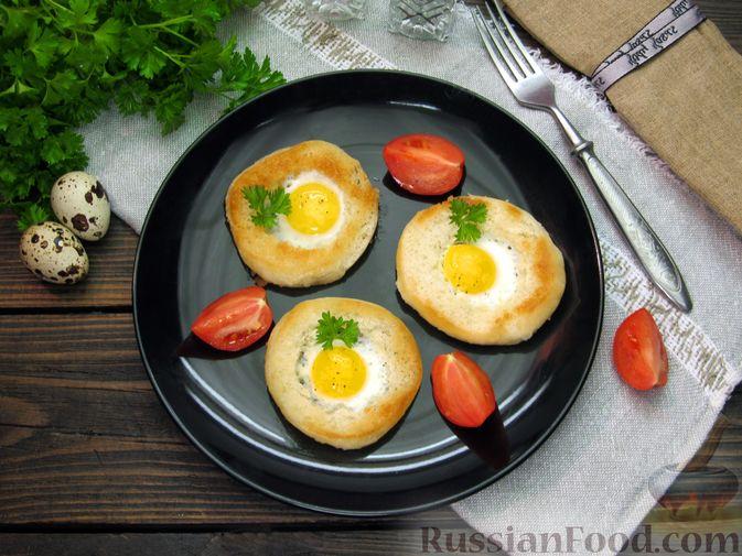 Фото приготовления рецепта: Яичница из перепелиных яиц в хлебе - шаг №7