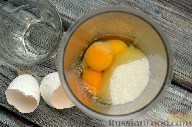 Фото приготовления рецепта: Творожная шарлотка  с яблоками - шаг №2