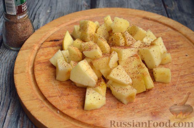 Фото приготовления рецепта: Творожная шарлотка  с яблоками - шаг №7