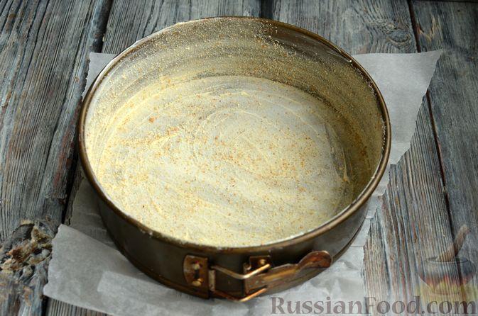 Фото приготовления рецепта: Творожная шарлотка  с яблоками - шаг №9