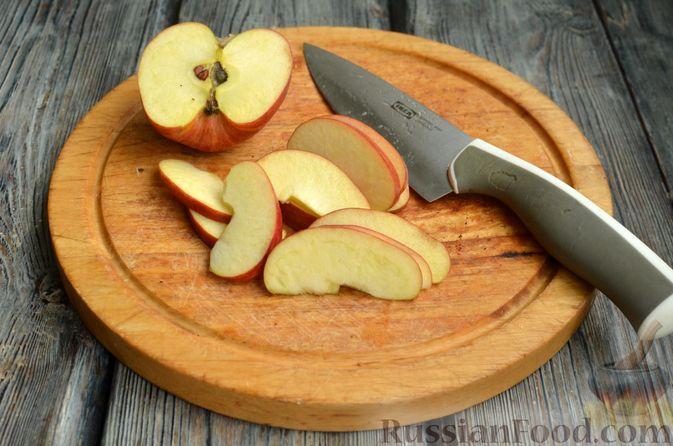 Фото приготовления рецепта: Творожная шарлотка  с яблоками - шаг №11