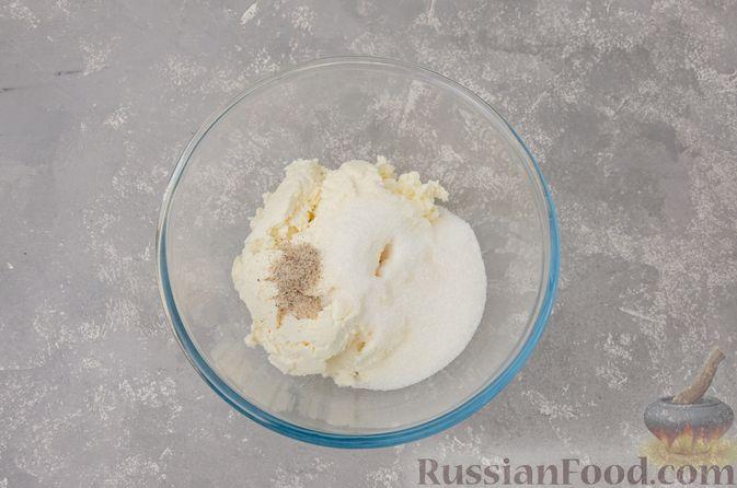 Фото приготовления рецепта: Творожные конфеты с черносливом, орехами и кокосовой стружкой - шаг №3
