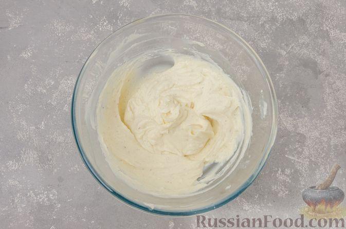 Фото приготовления рецепта: Творожные конфеты с черносливом, орехами и кокосовой стружкой - шаг №4