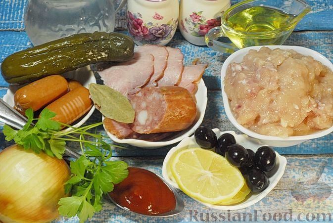 Фото приготовления рецепта: Солянка с копчёностями и куриными фрикадельками - шаг №1