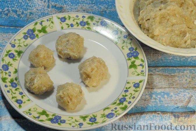 Фото приготовления рецепта: Солянка с копчёностями и куриными фрикадельками - шаг №5