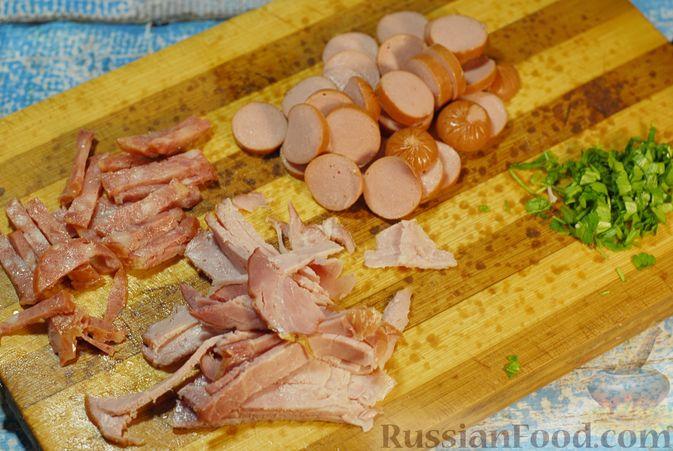 Фото приготовления рецепта: Солянка с копчёностями и куриными фрикадельками - шаг №11