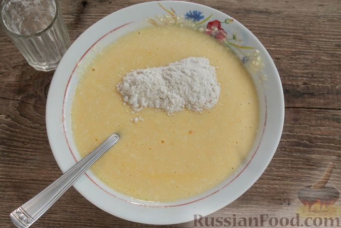 Фото приготовления рецепта: Творожный омлет с начинкой из варенья (в духовке) - шаг №5