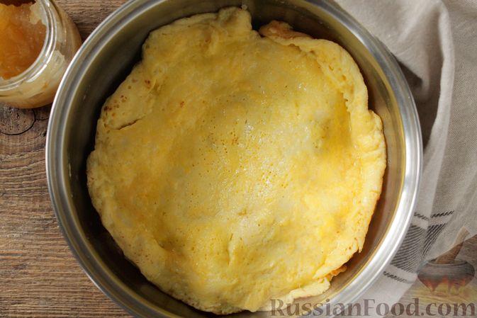 Фото приготовления рецепта: Творожный омлет с начинкой из варенья (в духовке) - шаг №9