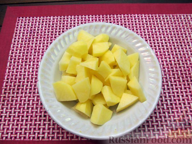 Фото приготовления рецепта: Картофельный суп-пюре с сыром, курицей и свежими помидорами - шаг №4