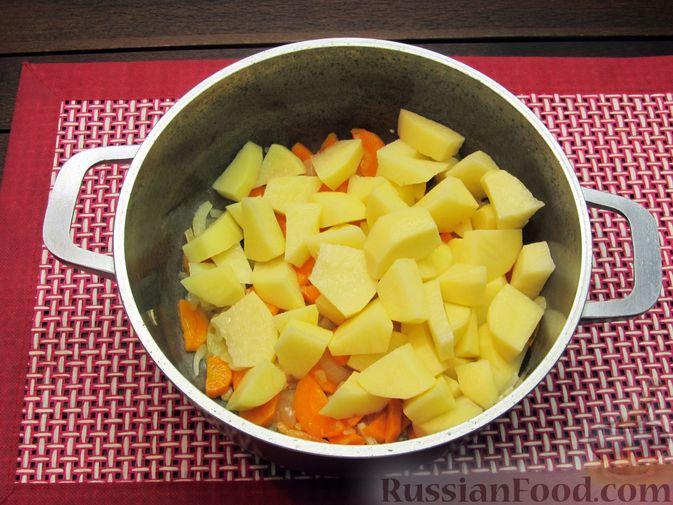 Фото приготовления рецепта: Картофельный суп-пюре с сыром, курицей и свежими помидорами - шаг №6