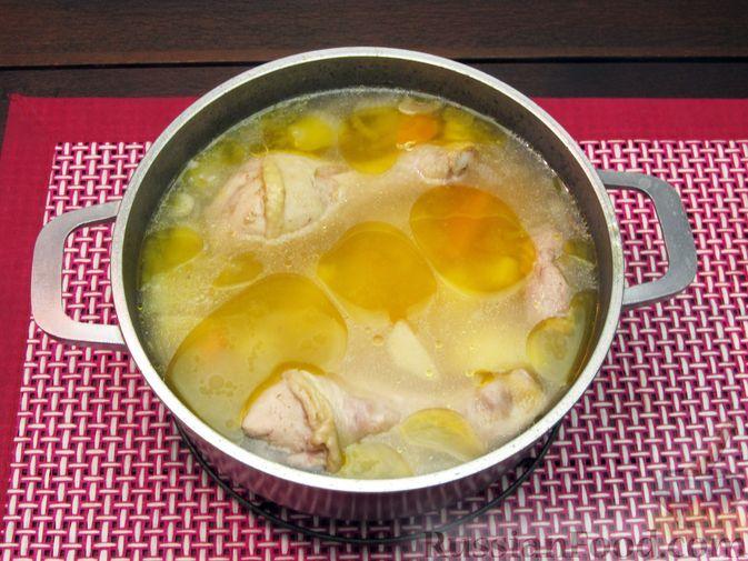 Фото приготовления рецепта: Картофельный суп-пюре с сыром, курицей и свежими помидорами - шаг №10