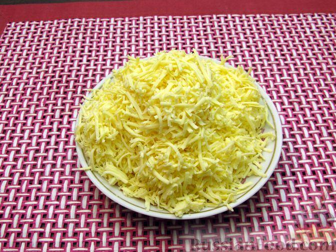 Фото приготовления рецепта: Картофельный суп-пюре с сыром, курицей и свежими помидорами - шаг №14